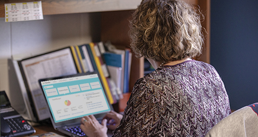 An educator using i-Ready to look at student data.